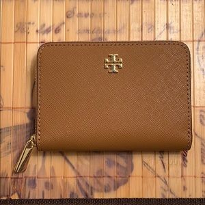 Accessories - Tory Burch wallet with a key chain